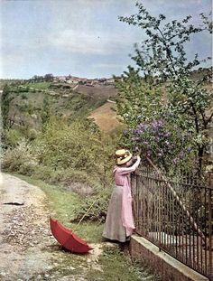 autochrome-femme-avec-ombrelle-parapluie-rouge-woman-with-red-umbrella-vers-1920-around-1920