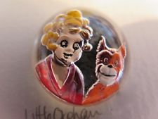 Vintage Little Orphan Annie Button - Underpainted Glass