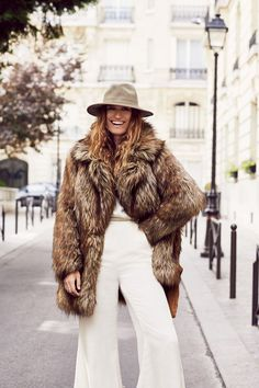 The October 2015 catalogue from Free People puts the spotlight on fashion influencers with style star Caroline de Maigret, model Toni Garrn and indie-pop duo… Plaid Fashion, Tomboy Fashion, Winter Fashion, Fox Fur Coat, Faux Fur Jacket, Faux Coat, Fast Fashion, Cool Girl Style, My Style