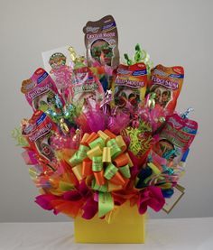 ideas for arranging gift card auction basket Gift Card Basket, Chinese Auction, Silent Auction Baskets, Candy Buffet Tables, Themed Gift Baskets, Cookie Bouquet, School Fundraisers, Auction Items, Jar Gifts