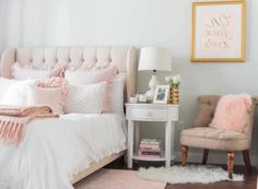Powder pink soft headboard, on a bed with white bedding, and pale pink cushions teenage girl room ideas Light Pink Bedrooms, Blush Pink Bedroom, Pink Bedroom Decor, Bedroom Green, Bedroom Vintage, Bedroom Ideas, Pink Bedroom Accessories, Blush Pink And Grey Bedroom, Glitter Bedroom