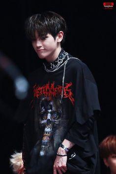 Taeyong is like a cute emo hard rocker or something lmao Winwin, Nct 127, Nct Yuta, Nct Taeyong, Jaehyun, Boys In Groove, Twice Chaeyoung, Ao Haru, Rapper