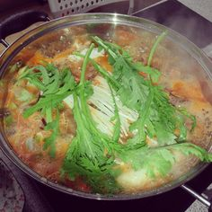 The #꽃게탕 or Korean Crab Stew seems to be cooking nicely :)