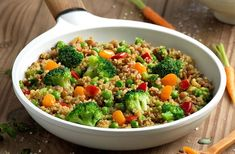 Innata, the best online store of organic products in Mexico tell us how to make a delicious quinoa yakimeshi with vegetables. Quinoa Recipes Easy, Quinoa Salad Recipes, Raw Food Recipes, Healthy Recipes, What Is Quinoa, How To Cook Quinoa, Ceviche, Tortillas, Quinoa Mac And Cheese