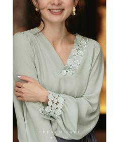 Fancy Dress Design, Stylish Dress Designs, Stylish Dresses, Simple Pakistani Dresses, Pakistani Dress Design, Abaya Fashion, Couture Fashion, Formal Tops, Sleeves Designs For Dresses