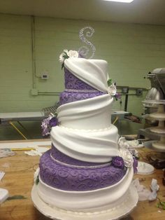*Purple and white wedding cake. Except I'd change the purple to my wedding color :) Purple Wedding Cakes, Beautiful Wedding Cakes, Gorgeous Cakes, Pretty Cakes, Amazing Cakes, Dream Wedding, Purple And Silver Wedding, Purple Cakes, Wedding Cupcakes