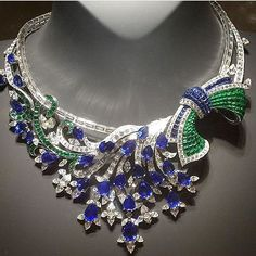 @vancleefarpels necklace, reposted from @thediamondedit , at #masterpiecelondon…