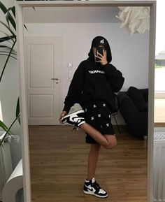Tomboy Outfits, Tomboy Fashion, Teen Fashion Outfits, Retro Outfits, Cute Casual Outfits, Streetwear Fashion, Stylish Outfits, Mode Emo, Looks Hip Hop