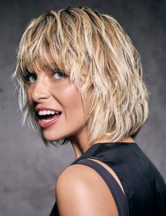 Short Shaggy Haircuts, Short Shag Hairstyles, Mom Hairstyles, Short Hairstyles For Women, Short Hair With Layers, Layered Hair, Medium Hair Styles, Curly Hair Styles, French Twist Hair