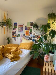 Room Design Bedroom, Room Ideas Bedroom, Bedroom Decor, Bedroom Inspo, Indie Room, Aesthetic Room Decor, Cozy Room, Home And Deco, Dream Rooms