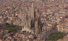 La Sagrada Familia is one of Barcelona's iconic structures. Designed by Spanish architect Antoni Gaudi Shiga, Antonio Gaudi, Voyager Loin, Under Construction, Planer, San Francisco Skyline, Paris Skyline, Around The Worlds, 3d Animation