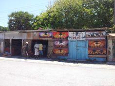 Il paesino di Watamu... mooooooooooolto caratteristico. Il posto giusto per acquistare un po' di artigianato locale. http://www.orizzonteviaggi.blogspot.it/search/label/Kenya