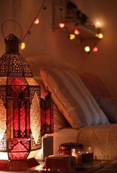 20 Peaceful And Calming Ramadan Lights Decoration - Styles & Decor Islamic Images, Islamic Pictures, Islamic Art, Ramadan Activities, Ramadan Crafts, Quran Wallpaper, Islamic Wallpaper, Ramdan Kareem, Ramadan Lantern