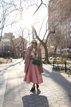 Blair Eadie of Atlantic-Pacific wearing a Topshop polka dot dress, Zara trench, Chanel classic flap bag and black pumps in Prospect Park. Pink Outfits, Chic Outfits, Fashion Outfits, Pink Fur Coat, Color Blocking Outfits, Atlantic Pacific, Paris Chic, Fashion Sites, Roksanda