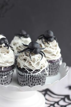 Marshmallow Spider Web Cupcakes - Baking with Blondie halloween marshmellows Halloween Drinks, Halloween Desserts, Halloween Food For Party, Halloween Cookies, Halloween Treats, Halloween Foods, Halloween Birthday, Halloween 2018, Halloween Stuff