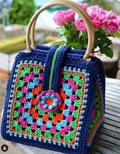 Transcendent Crochet a Solid Granny Square Ideas. Inconceivable Crochet a Solid Granny Square Ideas. Bag Crochet, Crochet Shell Stitch, Crochet Handbags, Crochet Purses, Love Crochet, Crochet Granny, Crochet Gifts, Crochet Stitches, Crochet Baby