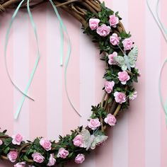 Εύκολο και πρωτότυπο στεφάνι για να στολίσετε την πόρτα σας την Πρωτομαγιά. Δείτε ακόμα περισσότερες diy ιδέες για στεφάνια στο άρθρο μας ⬆  #barkasgr #barkas #afoibarka #μπαρκας #αφοιμπαρκα #imaginecreategr #spring2020 #diyspringwreaths #stefania #springwreaths #diywreaths Floral Wreath, Wreaths, Home Decor, Floral Crown, Decoration Home, Door Wreaths, Room Decor, Deco Mesh Wreaths, Home Interior Design