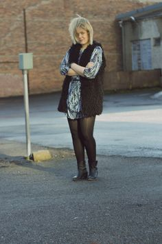 Spring style outfit with a blue printed dress, faux fur vest and cowboy boots