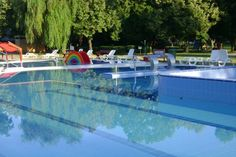 A Törökszentmiklósi Városi Strandfürdő medencéivel és gyógyvizével ideális pihenési, feltöldődési lehetőséget biztosít. Thermal Baths, Hungary, Outdoor Decor, Spa Baths