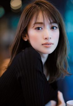 Beautiful Japanese Girl, Beautiful Girl Image, Japanese Beauty, Beautiful Asian Women, Asian Beauty, Bangs With Medium Hair, Medium Hair Styles, Square Face Hairstyles, Shot Hair Styles