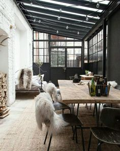 Take a look at this unique industrial style office and get inspired | www.vintageindustrialstyle.com #industrialstyle #industrialloft #vintageindustrialstyle