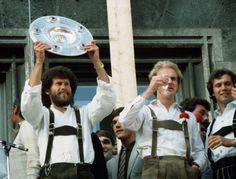 Siegreicher FC Bayern München: Paul Breitner (l.) und Karl-Heinz Rummenigge...
