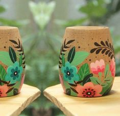 Pottery Painting, Ceramic Painting, Painting On Wood, Painted Plant Pots, Painted Flower Pots, Recycled Crafts, Diy And Crafts, Flower Pot Art, Diy Mug Designs