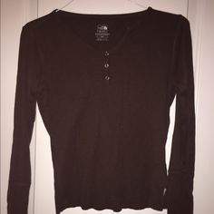 The North Face shirt! This is a used brown shirt. Has slight dethreading as seen in the pictures above. North Face Tops Tees - Long Sleeve