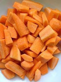 Bolo de Cenoura       4 cenouras orgânicas médias (300g)         1 copo americano de farinha de arroz (150g)         1 copo a...