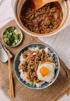 Gyudon (Japanese Beef & Rice Bowls) Japanese Gyudon, thinly sliced fatty beef cooked in a slightly sweet mixture of mirin and soy sauce served over rice. Topped with an egg, Gyudon is the best! Asian Recipes, Beef Recipes, Cooking Recipes, Healthy Recipes, Healthy Food, Drink Recipes, Japanese Food Recipes, Game Recipes, French Recipes