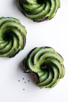 These matcha glazed black sesame bundt cakes combine some of our favorite flavors for a sweet that is not only stunning, but utterly delicious Tea Cakes, Bundt Cakes, Just Desserts, Dessert Recipes, Donuts, A Food, Food And Drink, Green Tea Recipes, Black Sesame