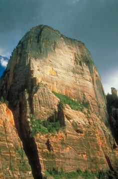 The Great White Throne is a dominant features of Zion National Park, Utah's oldest national park Most Visited National Parks, Us National Parks, Zion National Park, Zion Park, Zion Canyon, Bryce Canyon, Utah, The Great White, Park Service