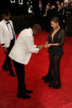 Beyoncé Dropped Her Ring At The Met Gala So Jay Z Put It Back On Her Finger - Metropolitan Museum of Art, May 5, 2014. Check out other Celebs Spotted at the Metropolitan Museum of Art! http://celebhotspots.com/hotspot/?hotspotid=23971&next=1