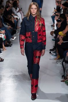 See all the Collection photos from Calvin Klein Spring/Summer 2018 Ready-To-Wear now on British Vogue Spring 2018 Fashion Trends, Fashion 2018, New York Fashion, Fashion Outfits, Raw Denim, Vogue, Calvin Klein Collection, Denim Trends, Fashion Show Collection