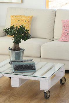 Un salón en tonos claros, sencillo y funcional - Deco & Living
