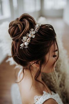 Clip Hairstyles, Bride Hairstyles, Pretty Hairstyles, High Bun Hairstyles, Bridal Hair Updo, Wedding Hair And Makeup, Hair Makeup, Easy Wedding Guest Hairstyles, Wedding Dress Necklines