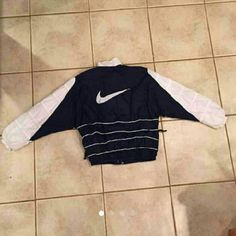 Vintage Nike windbreaker One of the side zippers doesn't work  Other than that, perfect condition Nike Other