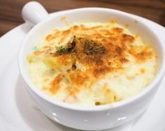 Mini-gratin thon et oignons à la béchamel : http://www.fourchette-et-bikini.fr/recettes/recettes-minceur/mini-gratin-thon-et-oignons-la-bechamel.html