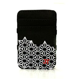 JT Magic Wallet Play Color: White, Black and Red #couro #bordado #fashion #accessories #moda #style #design #acessorios #leather #joicetanabe #carteira #carteiramagica #courolegitimo #wallet
