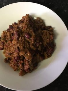 Slow cooker beef chilli - A sneak peek at the end result Slow Cooker Recipes Uk, Slow Cooker Chilli, Uk Recipes, Chilli Recipes, Frugal, Super Easy, Simple, Food, Essen