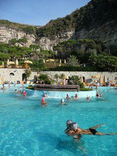 イタリア、イスキア島のポセイドン温泉公園。ナトリウム塩化物泉。水温は低温~40℃まで20カ所、足湯もあり。料金1日30ユーロ  Therme Poseidon, (Roman Baths) Ischia, Italy