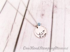 Hand Stamped Jewelry - Personalized Necklace - Personalized Mom Necklace door OneHandStampingMomma op Etsy https://www.etsy.com/nl/listing/153420442/hand-stamped-jewelry-personalized
