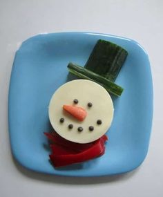 I keep singing the praises of Frosty for the snowman's versatility when it comes to food. Seriously, you can turn anything edible into a snowman. Make a sandwich HERE at Creative Food. Healthy Christmas Recipes, Holiday Snacks, Christmas Snacks, Holiday Recipes, Preschool Christmas, Kids Christmas, Cute Food, Good Food, Bread Shaping