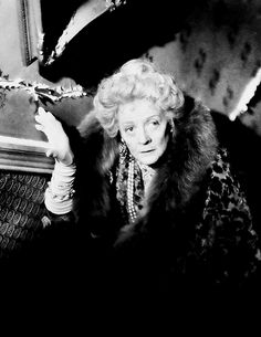 Hook - Publicity still of Maggie Smith |Maggie Smith Hook
