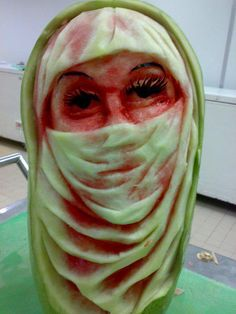 Watermelon carving can be as much fun as carving a pumpkin. Watermelon carving may be the activity for you. Fruit Sculptures, Food Sculpture, Veggie Art, Fruit And Vegetable Carving, Watermelon Carving Easy, Watermelon Girl, Amazing Food Art, Creative Food Art, Food Carving