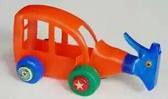 Babi: Carro feito de detergente.   Olha como ficou show este artesanato. Um carrinho super lindo feito com um garrafa de detergente e tampinhas. Pegue a tesoura, a cola e os materiais para fazer o seu carrinho também!
