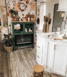 Bee Wallpaper, Camper Wallpaper, Rv Living, Tiny Living, Tiny Apartment Living, Mobile Living, Cozy Apartment, Living Rooms, Plywood Furniture