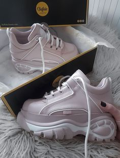 Source by shoes Trendy Shoes, Casual Shoes, Fashion Boots, Sneakers Fashion, Girls Sneakers, Shoes Sneakers, Chunky Shoes, Chunky Sneakers, Snicker Shoes