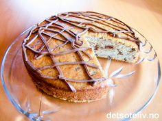 """""""Banankake med sjokolade"""" er en svært saftig og god formkake med veldig god smak av banan og sjokolade. Holdbar og populær!! Nom Nom, Pie, Bread, Food, Torte, Cake, Fruit Cakes, Brot, Essen"""