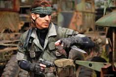 Here's some absolutely incredible Big Boss and Solid Snake Metal Gear Solid cosplay by DeviantArt user RBF Productions. Best Cosplay Ever, Epic Cosplay, Male Cosplay, Amazing Cosplay, Cosplay Ideas, Costume Ideas, Big Boss Metal Gear, Snake Metal Gear, Metal Gear Solid Series
